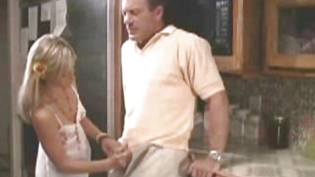 成熟したポルノモデルは、セックスと堕落した男のマッサージを与えたい えっち な 女の子 動画